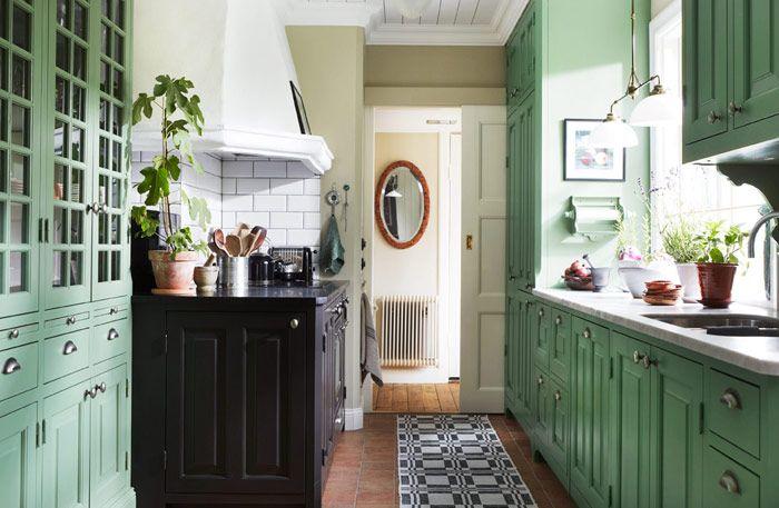Underbart lantligt kök, här möts två klassiska stilar, engelsk herrgård och fransk vingård.