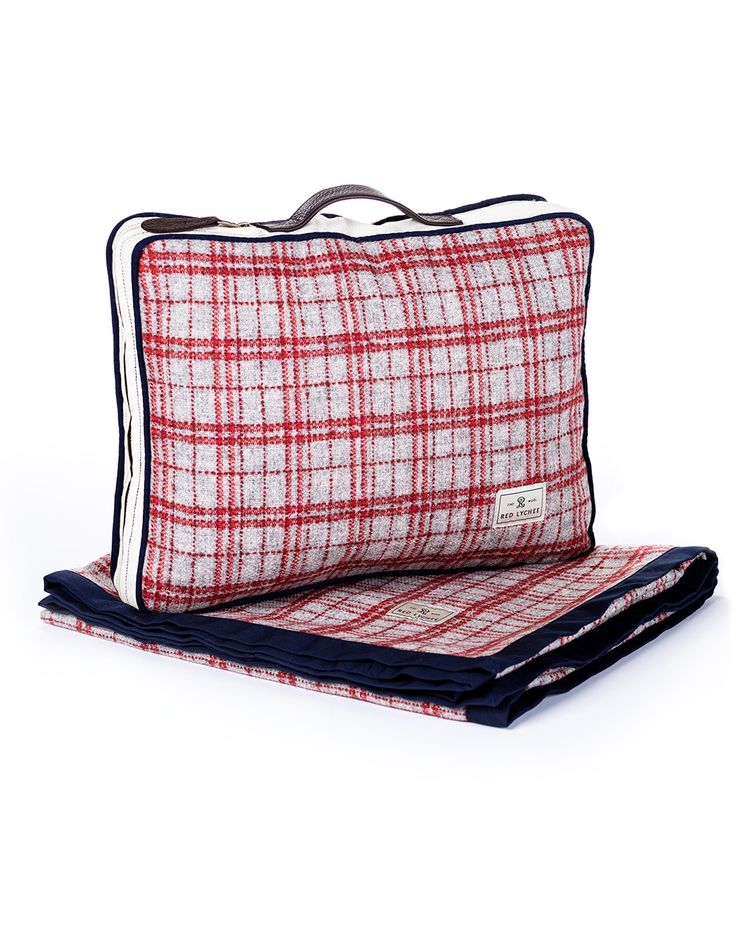 Gramercy Travel Set. Lightweight traveler set with elegant silhouette. Suitable for any outdoor activities and perfect gift idea for every travelers.
