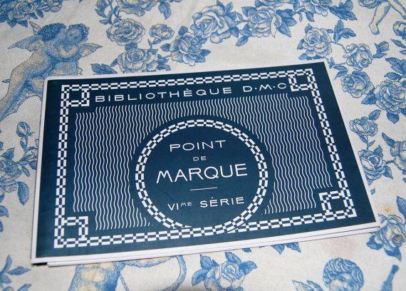 Bilbiotheque punt de Marque Dollfus - Mieg & Cie uitsnedes borduren / katoen geschiedenis en Monogram boek-Engels/Frans vertalingen c.1950.
