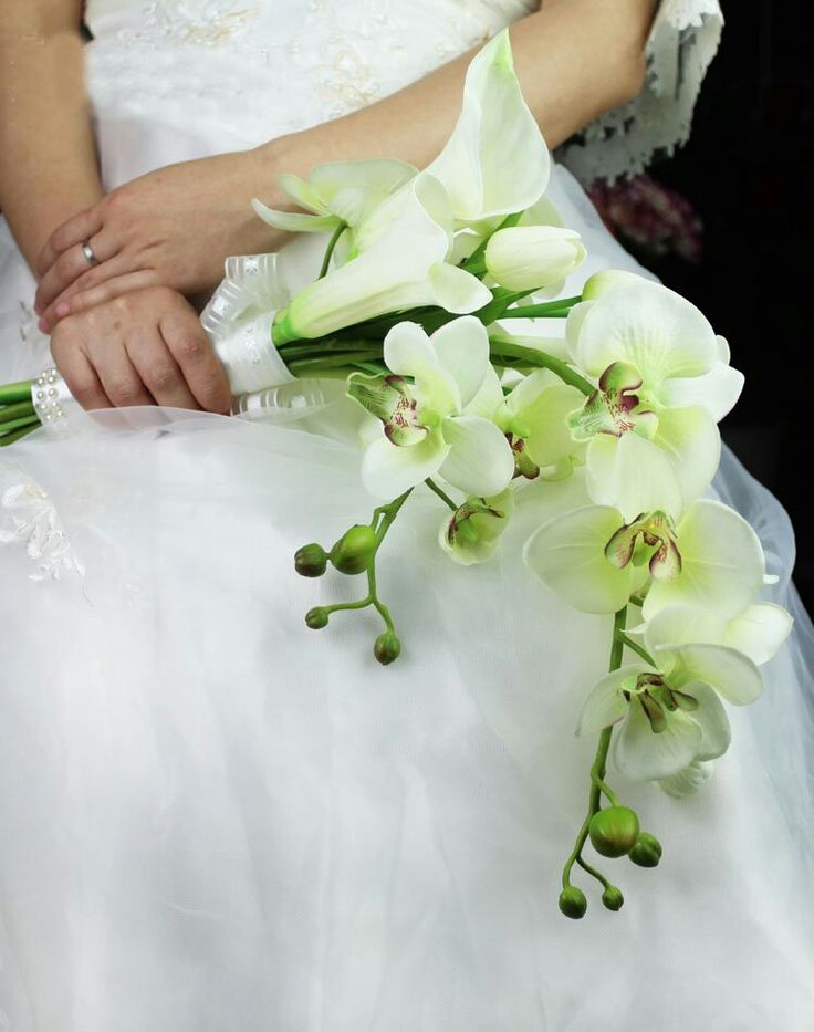 Stunning Presentation Arm Sheaf Bouquet Featuring Light