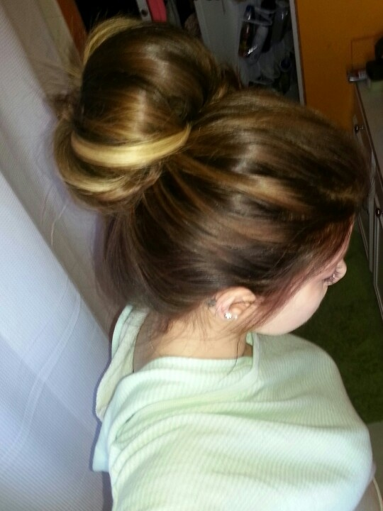 7 Lazy Girl Hairstyles That You Can Do In 3 Minutes Or ...  Hispanic Hair Lazy Bun