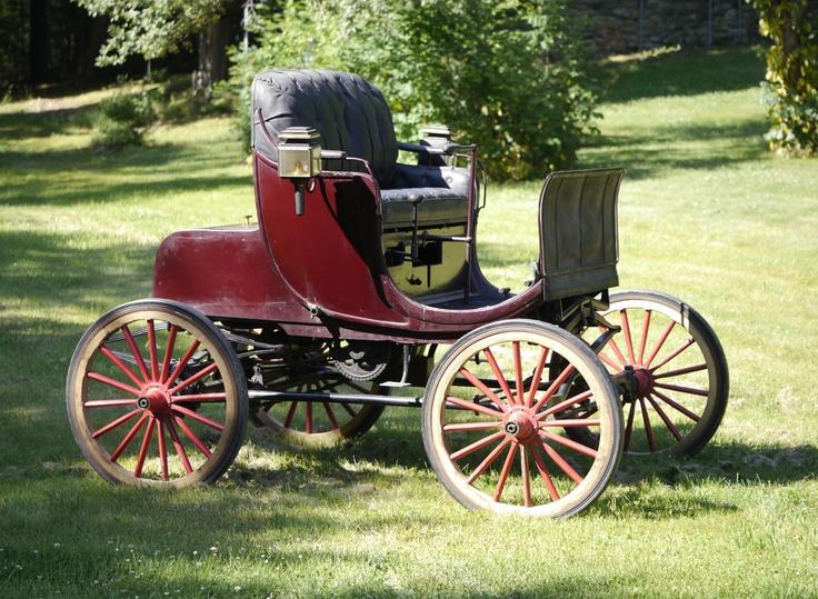 La prima automobile prodotta, auto da collezione a quattro cilindri Stanhope