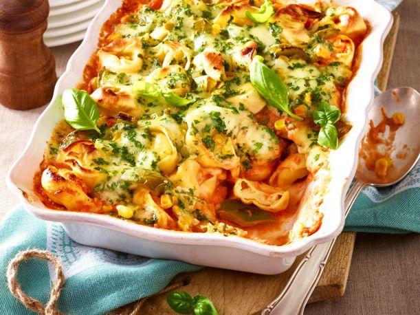 Unser beliebtes Rezept für Tortelloni-Auflauf mit Paprika und Mais und mehr als 55.000 weitere kostenlose Rezepte auf LECKER.de.