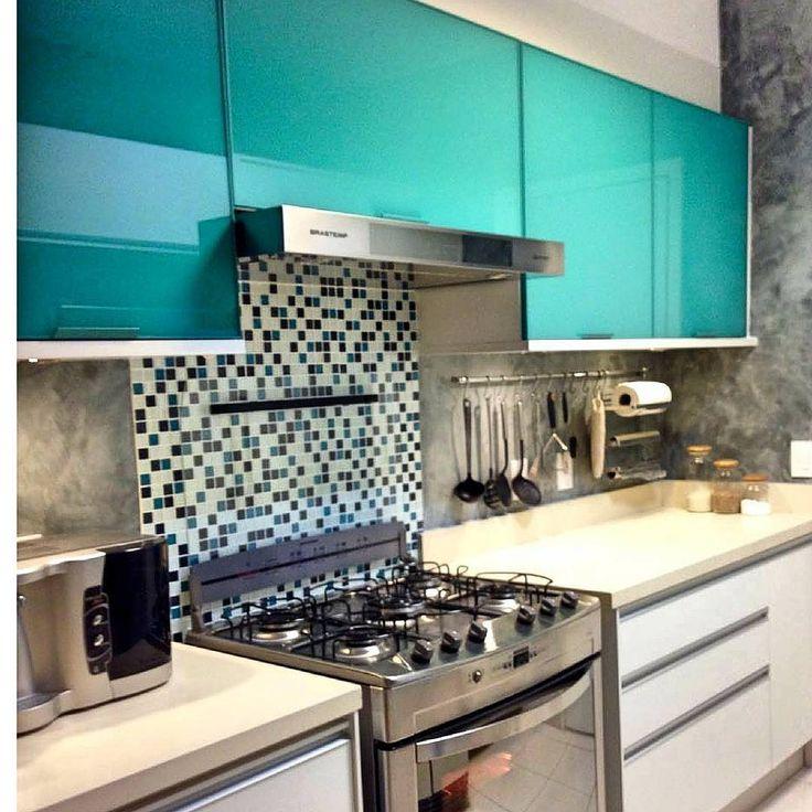 Coifa embutida no armário para melhor aproveitamento de espaço #signcasa #cozinha #cozinhagourmet