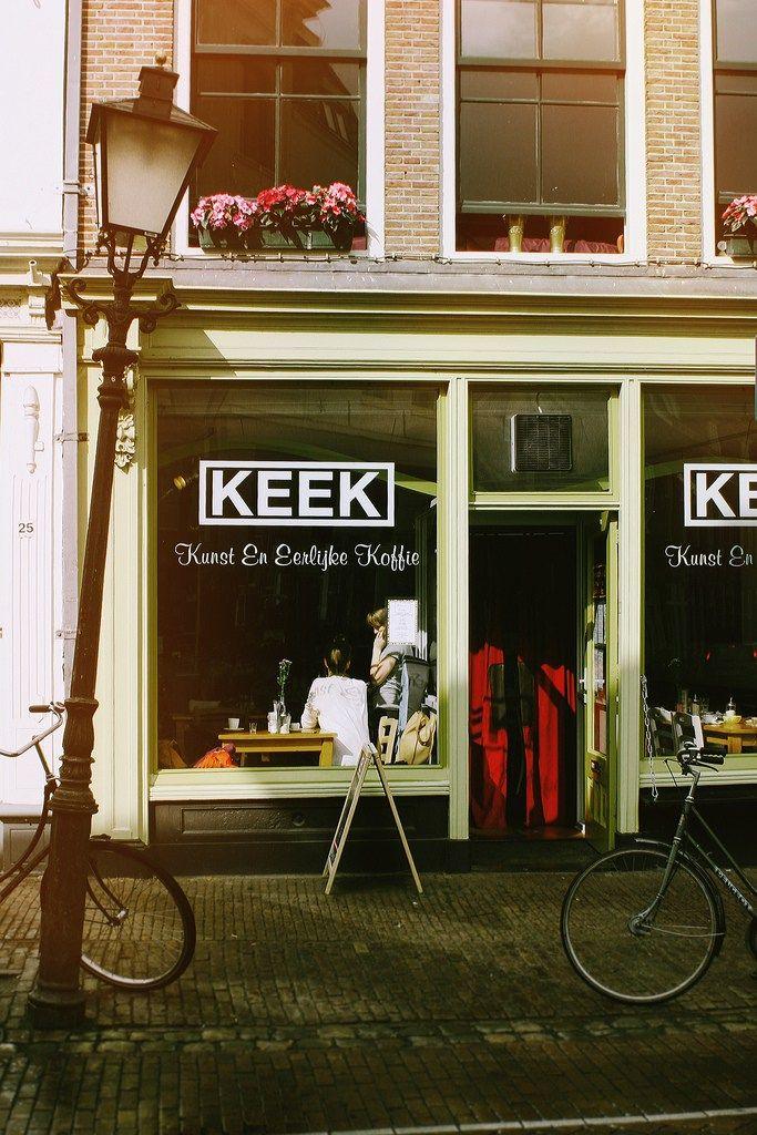 Foto's KEEK door Hanke Arkenbout  Eindelijk weer eens een leuke hotspot op de blog. Ik heb de afgelopen tijd zoveel leuke plekjes ontdekt waar ik nog over moet bloggen.. Maar we beginnen met KEEK: Kunst En Eerlijke Koffie. Dit zaakje is me een paar jaar geleden al eens aangeraden, en ik ben er al … Lees verder Hotspot: KEEK Utrecht »