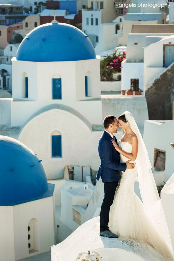 Santorini honeymoon photographer | Santorini honeymoon photoshoot  Create a home for your dreams at www.godreamy.com