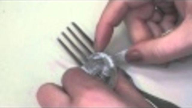 Een kleine strik strikken van lint. Handige truc. - Instructies - Weethetsnel.nl