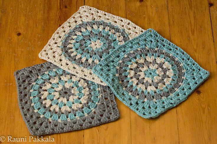Dishclothes pattern here http://lenamasterica.ru/rukodelie/motiv-kryuchkom-sxema-opisanie