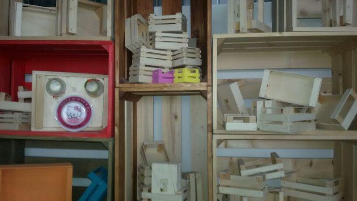 Cassette Ogni Formato...  legno pregiato  sia grezzo che lavorato interamente a mano e  Personalizzabili!!