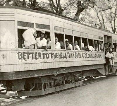 "Tram in Batavia in 1945, met het beroemde opschrift ""Better to the hell than to be colonised again""."