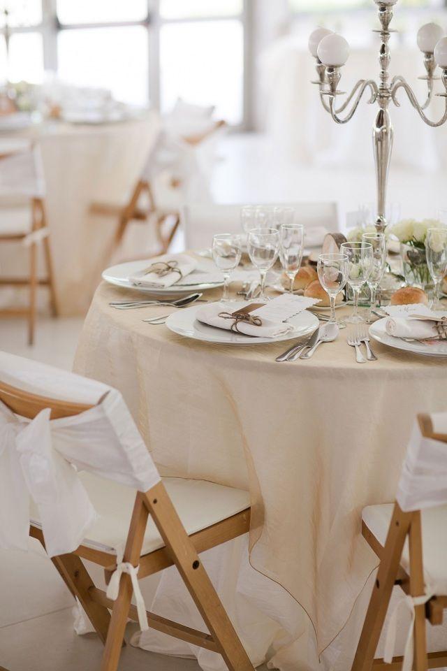 Credit:  - tabel (meubels), couvert, eet- en drinkgerei, meubilair, dining, stoel, tafelkleed, restaurant, zilverwerk, bruiloft receptie, bestek, binnenshuis, luxe (rijkdom), zitting (meubels), vork (bestek), ruimte (toegankelijk deel van een gebouw), binnen, catering, ontbijt, mes