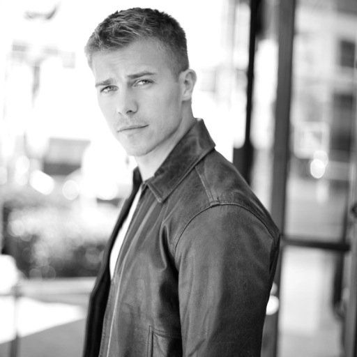 "Casting news for today indicates that a sexy hunk has landed a role on CBS's daytime soap opera 'The Young and the Restless."" Soap Opera Digest is reporting that actor Michael Roark has been cast as Travis on ""Y&R"" and will make his debut on the April 9th episode. The casting call whi"