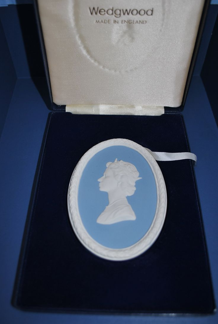 Queen Elizabeth Wedgwood Jasper plaque, boxed. Good condition!