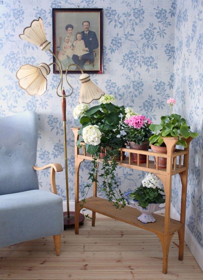 Swedish retro | Skulle inte du kunna skriva ett inlägg hur man kombinerar färger i inredningen? Ditt hem är ju fullt av olika färger men allt passar så bra ihop och bidrar till hemtrevnad. Jag tycker det är så svårt...