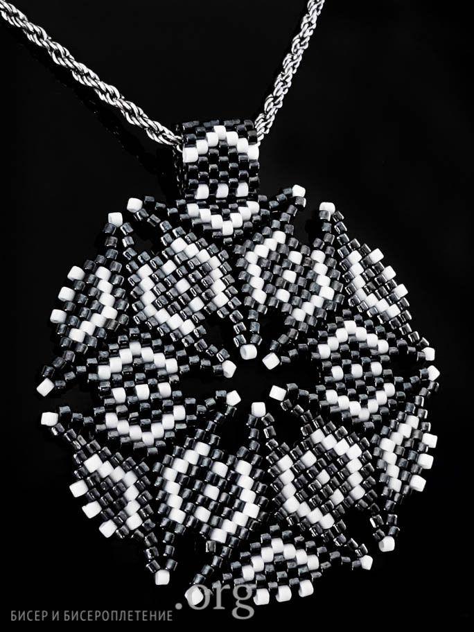 Кулон черно-белый / Кулоны и подвески / Biserok.org