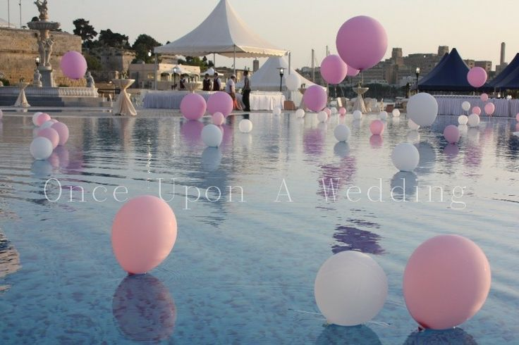 Pool Decoration Balloons In Pink And White Wedding