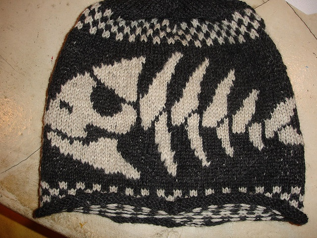 Knitting Pattern Hat Skull : 17 Best images about Skull Patterns for Knitting on Pinterest Pirates, Pira...