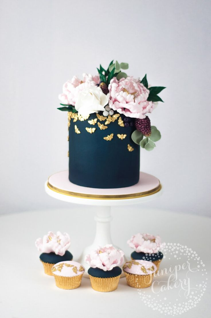 Cake Decorating Ready Made Flowers : Best 25+ Cake with flowers ideas on Pinterest Pretty ...