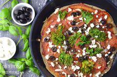Czas na kolejny szybki i zdrowy przepis – fit pizzę z patelni, którą przygotujesz bez pieczenia i czekania, aż ciasto wyrośnie. Możesz wybrać dowolne dodatki – ja użyłam oliwek, pomidor…