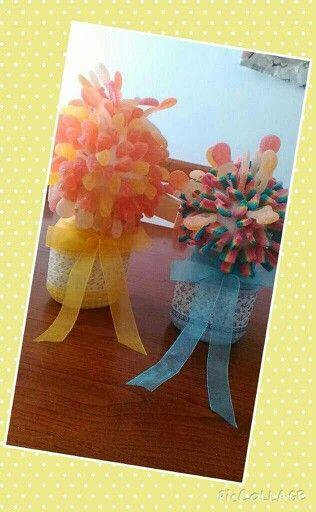 Composizioni con caramelle gommose con vasetto di nutella riciclato con decoupage....