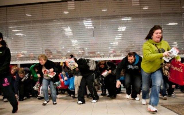 """Come approfittare al meglio e in modo sicuro del Black Friday italiano Il 26 Novembre, come ogni anno, negli Stati Uniti si celebra il """"Giorno del Ringraziamento"""" ma il giorno forse più atteso è quello successivo, il 27 Novembre, da sempre noto come Black Friday.  Il  #blackfriday #promozioni #deals"""