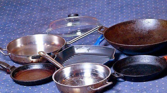 Хотите узнать секретное средство для очищения кастрюль и сковородок?  Предлагаю вашему вниманию хороший способ очистить противни или сковородки от нагара.  Соединяем:  — 1/2 чашки соды — 1 чайная ложка жидкости для мытья посуды — 2 столовые ложки перекиси водорода  Смешиваем до тех пор, по