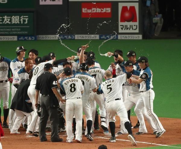 【日本シリーズ・日本ハム-広島速報(8完)】日本ハムがサヨナラ勝ちで日本一に王手 同点の九回、西川が満塁ホームランで決める - 産経ニュース
