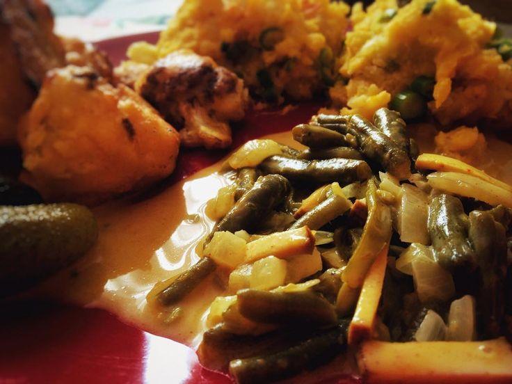 #sundaylunch #vegan #friedcabbage #greenbeans #soyasauce #pumpkingmashpotato #mashpotato Nedělní oběd byl ve velkém stylu!Ještě zítra budem večeřet!#klubkovari ☺️🎃🍴🍽