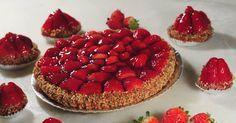 Quem resiste a uma torta de morango como a da padaria, bem vermelha e saborosa? Clique na FOTO e aprenda como fazer em casa este clássico com gosto de infância, com a receita do chef Felipe Benjamin Abrahão.
