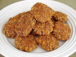 Spent Grain Horse Cookies  8 cups spent grain  2 cups oatmeal  1 cup molasses  1 cup whole wheat flour  ¼ cup canola oil