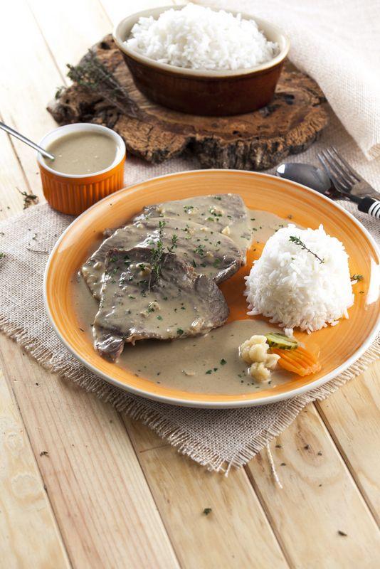 Bifes com molho cervejeira Robot de Cozinha nº 90 Julho Disponivel online www.magzter.com Visite-nos em www.teleculinaria.pt