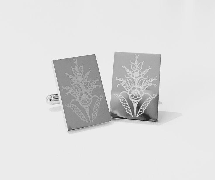 Kurbits Swedish traditional pattern - laser engraved cufflinks by Manschettbutiken #manschettbutiken #manschettknappar #cufflinks #kurbits #dalarna #sweden #swedish #traditional #mensfashion #menswear www.manschettbutiken.se