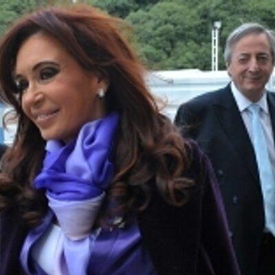 Ex presidenta de Argentina Cristina Kirchner felicita telefónicamente al nuevo presidente electo del EcuadorLenín Moreno.    https://twitter.com/CFKArgentina/status/848709006654943237