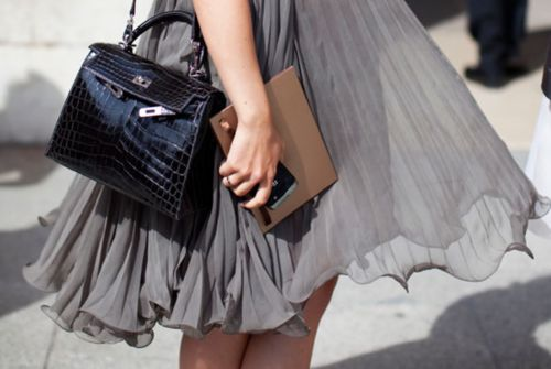 ✕ Noir et gris: Gray Dress, Fashion Style, Flowy Skirts, Street Style, Maternity Style, Pregnancy Style, Hermes Kelly, Bags Design, Maternity Dresses
