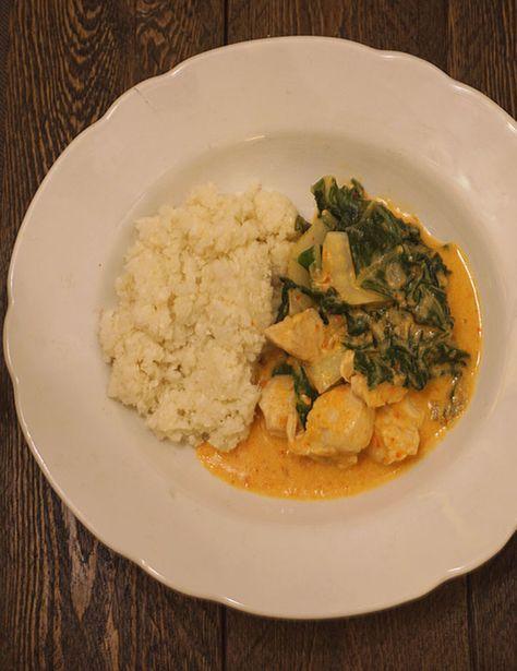 Wist je dat je van bloemkool ook rijst kunt maken? Vandaag probeerde ik dit zelf uit en maakte ik bloemkoolrijst met een pittige rode kipcurry, Jamie Oliver was hiervoor mijn inspiratie.