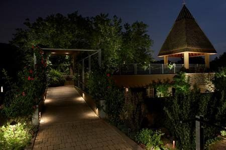 Need better #LandscapeLighting for your home? We have what you need! #OutdoorLighting #LowVoltage http://qoo.ly/jg2ib Learn more at http://ift.tt/2lqiJ8m