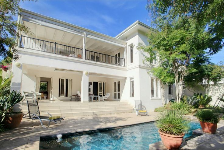 http://listing.pamgolding.co.za/Images/Properties/201605/537480/H/537480_H_66.jpg