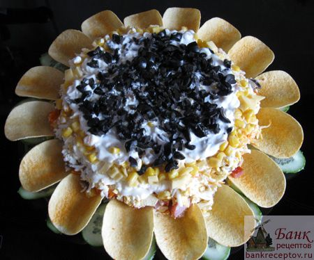 """""""Sunflower"""".Prepare salad and chips better before serving to not soaked chips and crunched.The approximate composition of the products:      Smoked chicken breast - 1 piece,         Onion - one high,             Mushrooms - 8 - 10 large,             Carrots - two medium-sized, Eggs - three,           Cheese - 150 g,  Corn - one jar (300 g)                                   Mayonnaise, sour cream."""