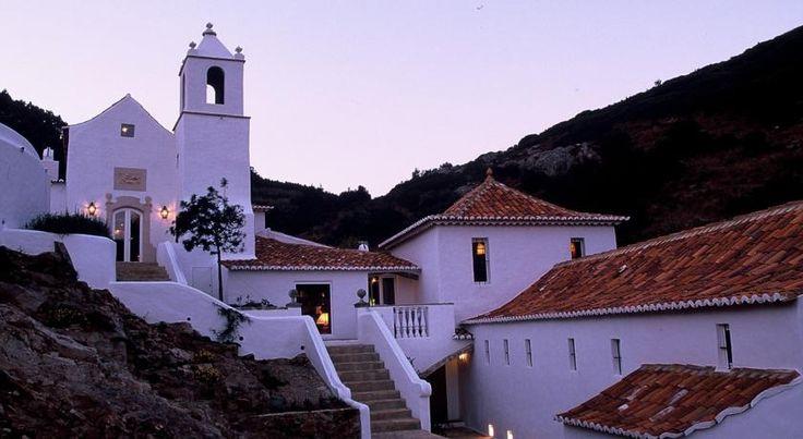 Convento de São Saturnino - É um dos tesouros mais bem guardados da serra de Sintra e de janelas abertas sobre o Atlântico. O lugar mais indicado para os viciados no romantismo.