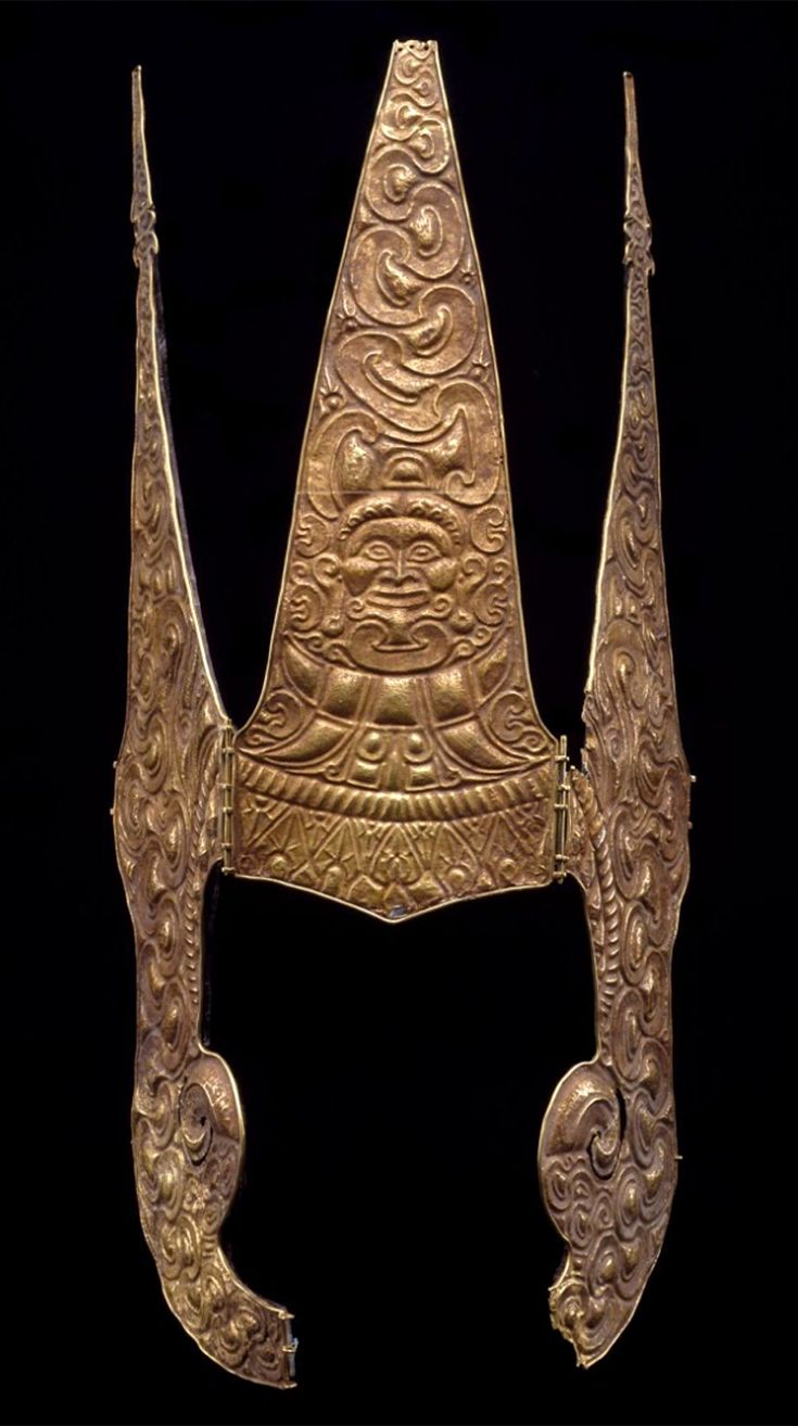 Indonesia ~ Moluccas | Crown; gold | 15th - 17th century ||| {GPA}