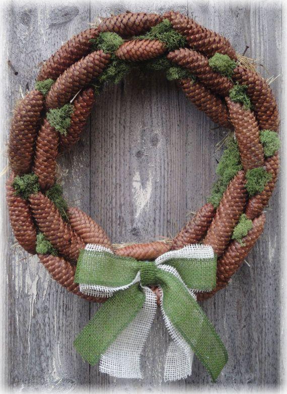 Ghirlanda natalizia di benvenuto con pigne muschio di RomantikPony Welcome Christmas wreat handmade with pine cone, moss, burlap ribbon