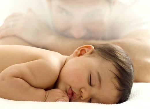 Manfaat bayi tidur tengkurap mempermudahnya menapaki kemampuan motorik kasar seperti merangkank, berdiri & berjalan