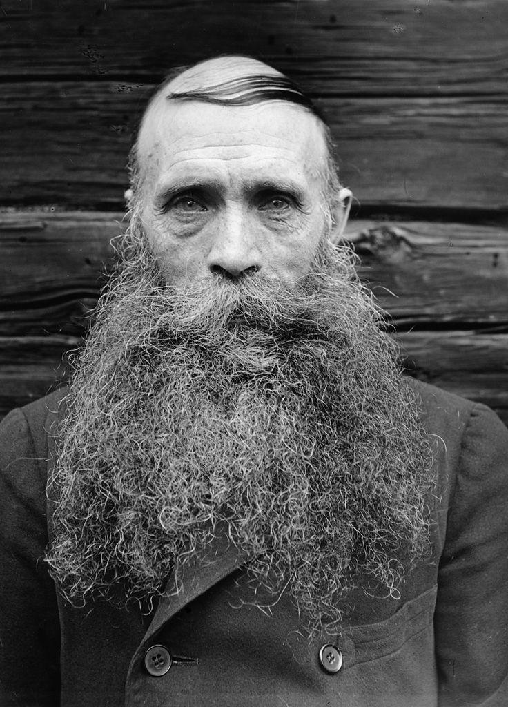 Karl Oskar Lööw, Fredhäll, Uppland, Sweden    The crofter Karl Oskar Lööw in Fredhäll. Born in 1873.
