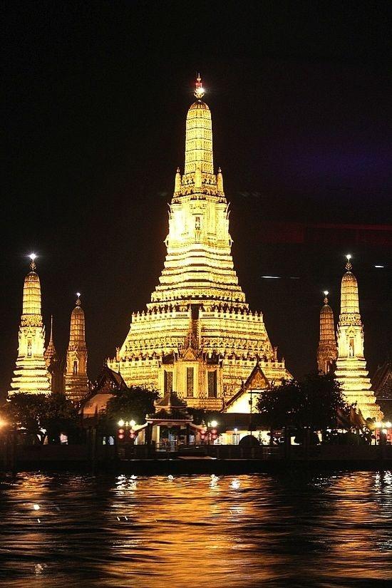 Wat Arun - travel tips for Bangkok, Thailand on the blog!