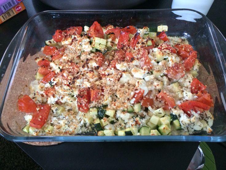 Tomaat, courgette, feta en hazelnoot in de oven met dank aan Pascale Naessens! Heerlijk en licht (amper 4 WW ProPoints punten)