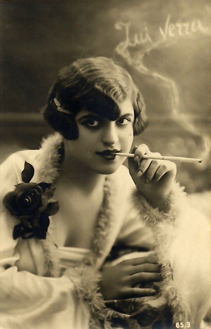 flapper with cigarette holder