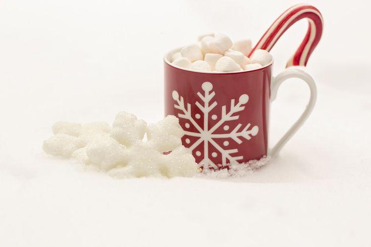 Ciccolata speziata e marshmallow per la mattina di Natale - Due ricette da fare con i bambini, e una per i più grandi, per passare in piena dolcezza la mattina di Natale!  - Read full story here: http://www.fashiontimes.it/2016/12/ciccolata-speziata-e-marshmallow-per-la-mattina-di-natale/