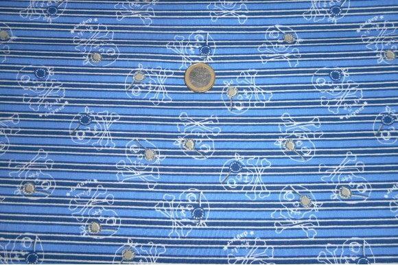 Tejido de patchwork fondo de rayas azules y blancas y motivos de calaveras en blanco. Ideal para crear originales diseños como colchas, mantas, bolsos, complementos de bebé... Fácil de lavar y planchar.#patchwork #algodón #tela #rayas #calaveras #azul #confección #colchas #mantas #bolsos #bebé #complementos #telas #tejido #tejidos #textil #telasseñora  #telasniños #comprar #online #comprartelas #compraronline