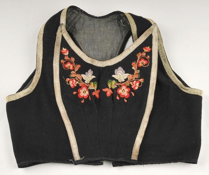 Embroidery inspiration - Bunad (Norwegian Folk Dress.) Liv i svart ullklede med rosesauma bringeklut og ryggdel. Vest-Telemark Museum. www.vtm.no