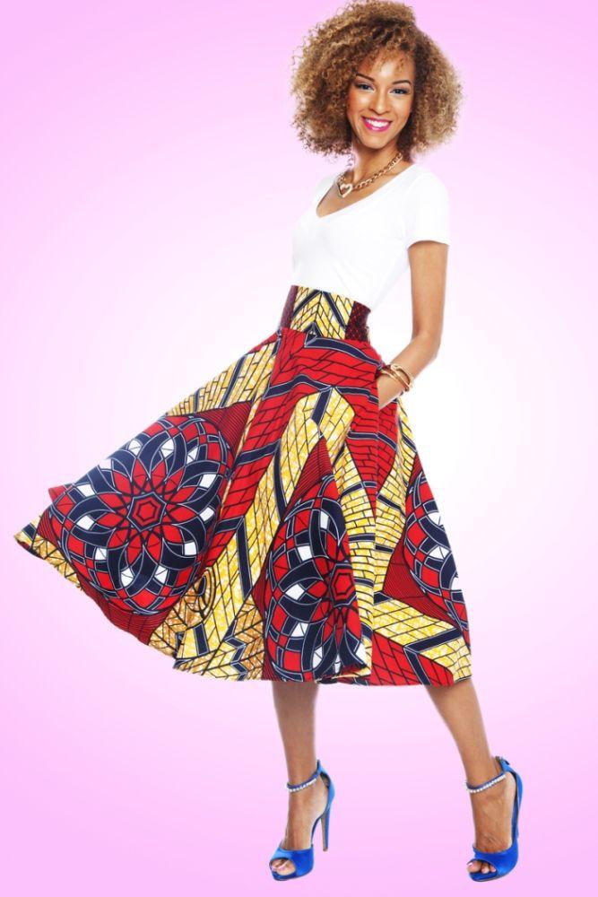 Pour les femmes, la jupe est un des basiques de leur garde-robe. Chacune choisit la coupe qui sied le mieux à sa morphologie. L'on a tendance à dire que la version courte convient bien à celles qui sont menues car elle met en valeur les jambes hiver comme été. La jupe droite est parfaite pour ...